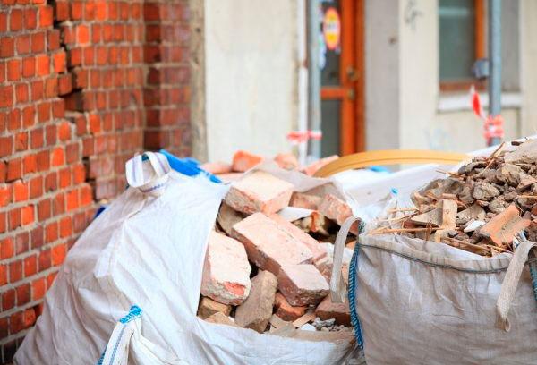 как убрать строительный мусор из квартиры