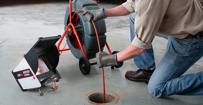 Как очистить канализационные трубы от скопившегося строительного мусора