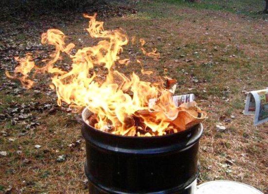как сжигать мусор на даче в бочке (железной бочке) (дачном участке, садовом участке, в СНТ), (как правильно, по закону,2021, на 6 сотках)