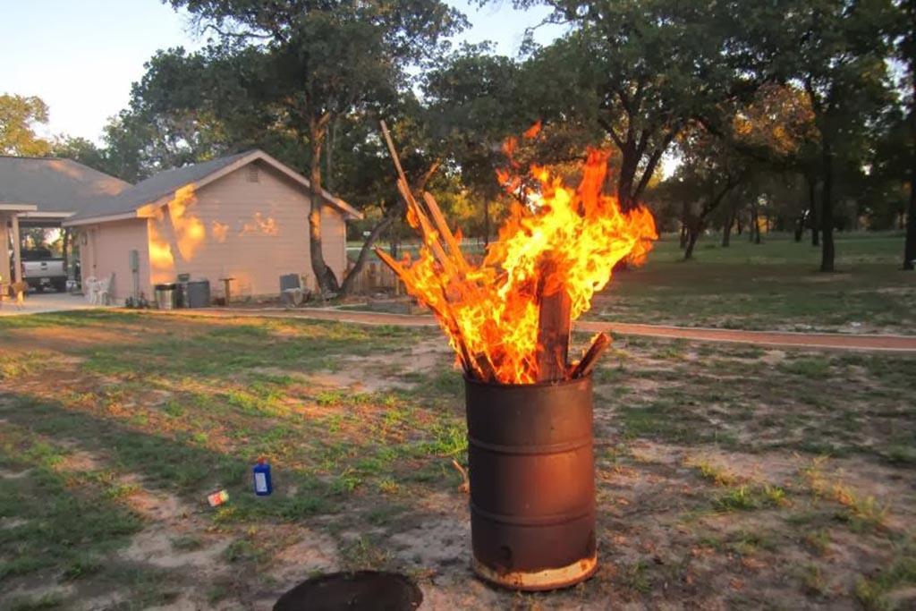 Как сжигать мусор на участке правильно