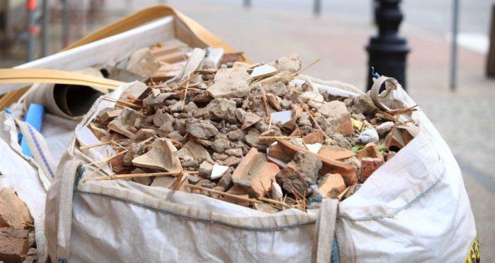 Как правильно вывозить строительный мусор из квартиры после ремонта
