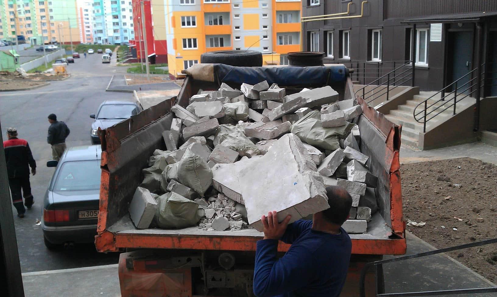 Как правильно вывозить строительный мусор после ремонта
